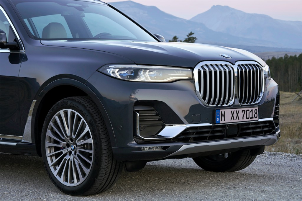 Elegant and athletic BMW X7